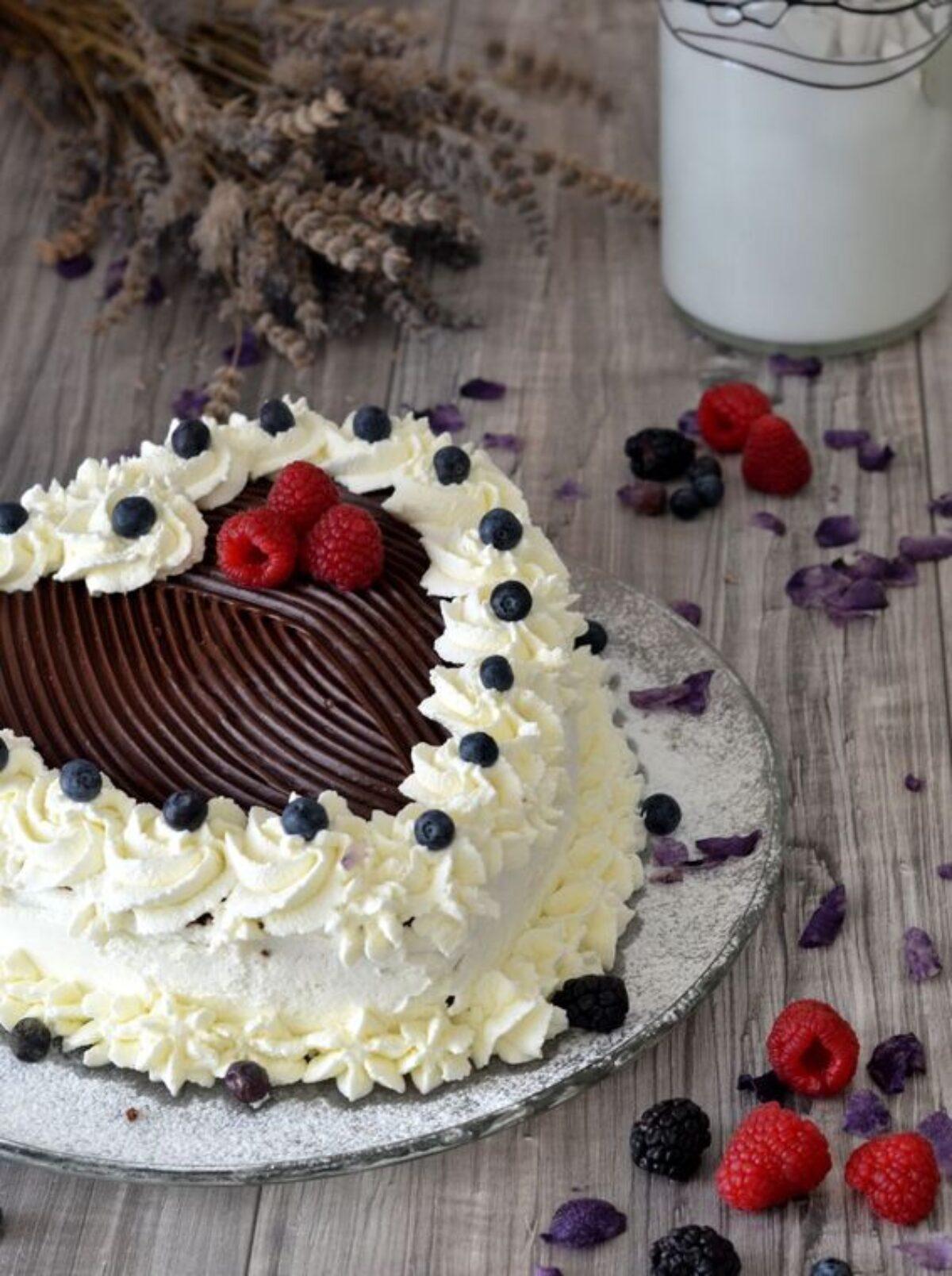 Ricetta Torta Al Cioccolato A Forma Di Cuore.Torta Cuore Con Ganache Al Cioccolato E Frutti Di Bosco