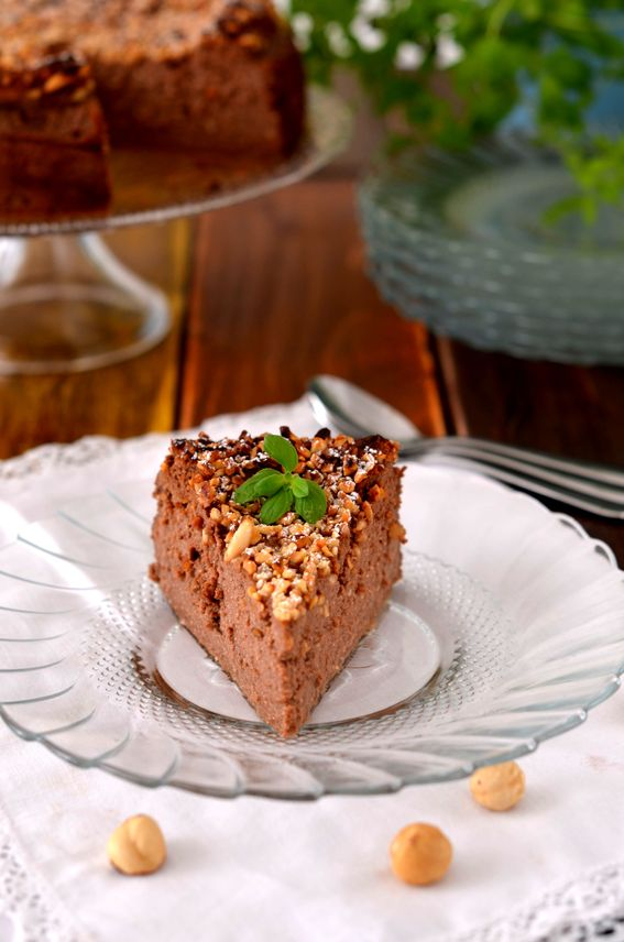 Torta di ricotta con cioccolato e nocciole senza farina e senza burro