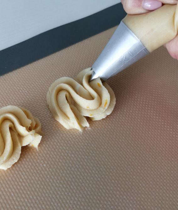 Biscotti di pasta frolla montata alla vaniglia