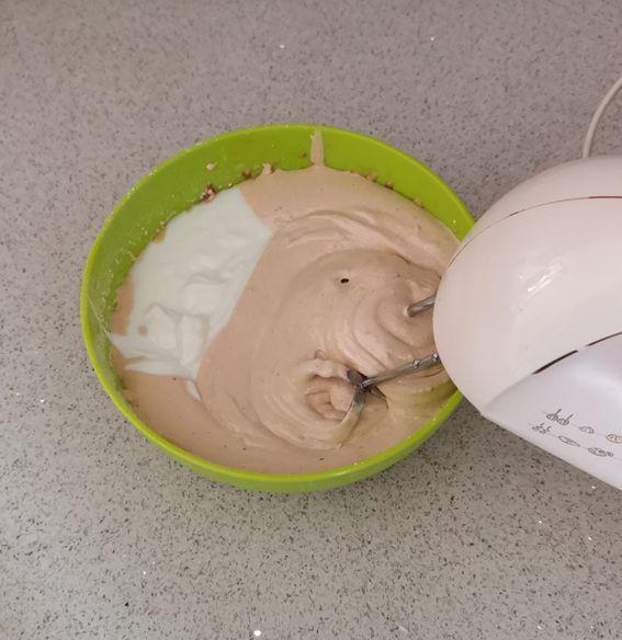 Torta nuvola di yogurt al cocco con cioccolato ovvero torta spongecake