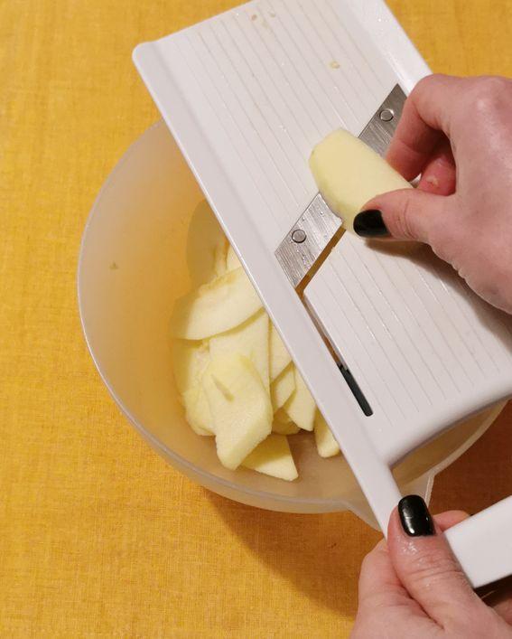 Strudel di pasta fillo con mele uvetta e crema pasticcera da forno