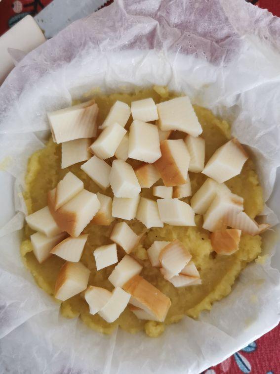 Gratin di patate con carne macinata e scamorza al forno