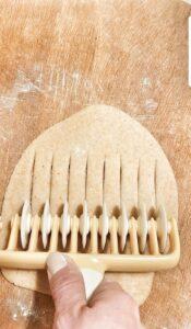 Brioche semplici arrotolate con confettura di albicocche