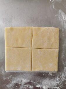 Conchiglie intrecciate di pasta frolla ripiene di crema da forno