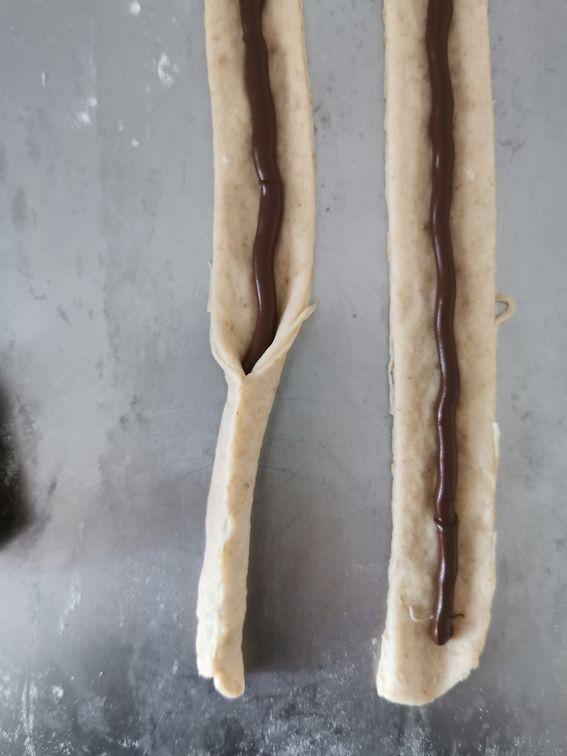 Crostata arrotolata con crema spalmabile e latte di soia
