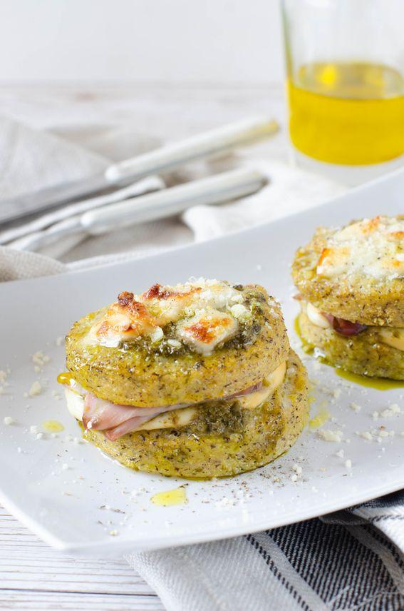 Torrette di polenta taragna con scamorza affumicata e pesto