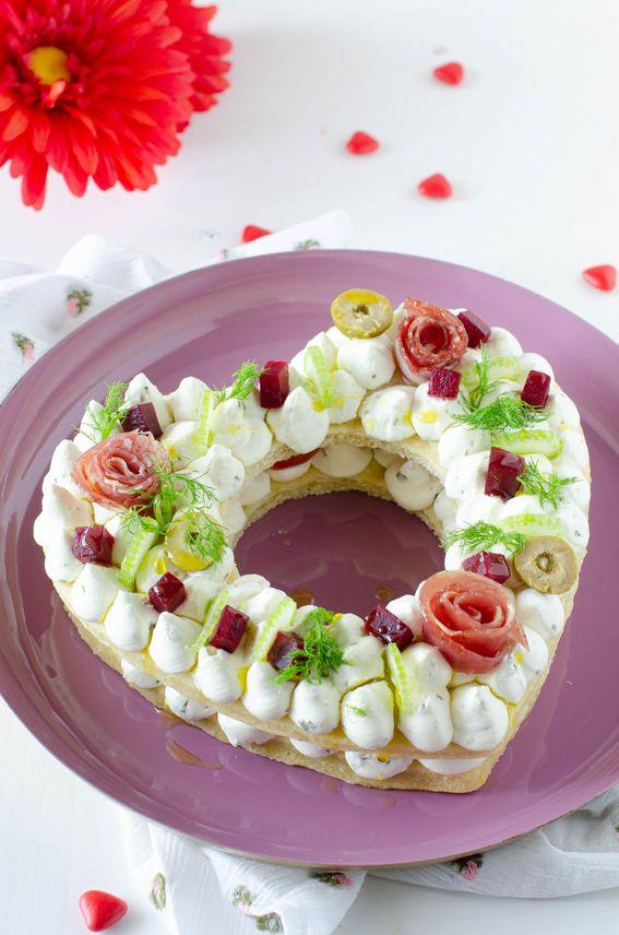 Cream Tart salata per san valentino con formaggio e rose di salumi