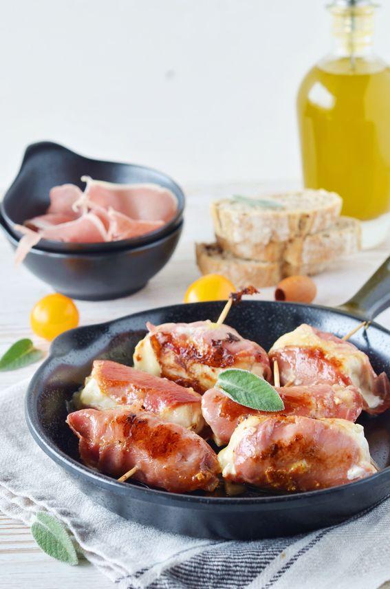 Involtini di pollo ripieni di scamorza e olive con capocollo