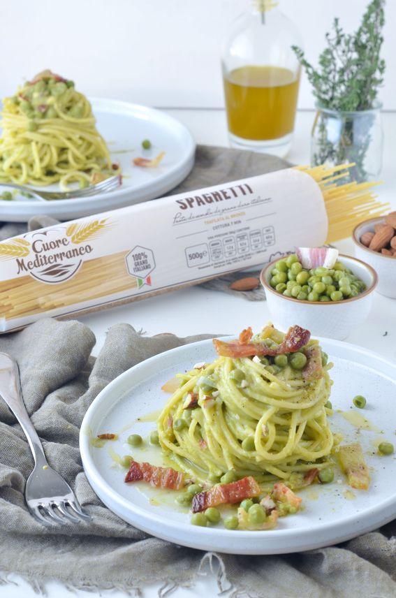 Spaghetti Cuore Mediterraneo con crema di piselli guanciale e mandorle